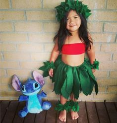 Lots of inspiration, diy & makeup tutorials and all accessories you need to create your own DIY Lilo & Stitch Costume for Halloween. Theme Halloween, Family Halloween Costumes, Halloween 2016, Baby Costumes, Holidays Halloween, Baby Halloween, Halloween Series, Costume Lilo, Disney Diy