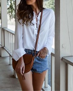 casual style inspiration, casual style outfit, casual style ideas, casual outfit ideas, summer whites outfit, easy outfit inspiration, denim shorts and white top, summer style