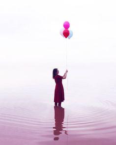 """""""Como una perla en el cielo alto muy alto por encima de ellos el globo cautivo del Departamento Meteorológico brillaba rosado a la luz del sol."""" Un mundo feliz  Para el #whpcolorful de @instagram"""