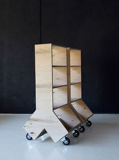 Estante móvel para leitura / Plywood Collection, by Aid Bureau / Dont DIY Plywood Furniture, Cool Furniture, Furniture Design, Plywood Bookcase, Plywood Art, Plywood Projects, Plywood Walls, Luxury Furniture, Office Furniture