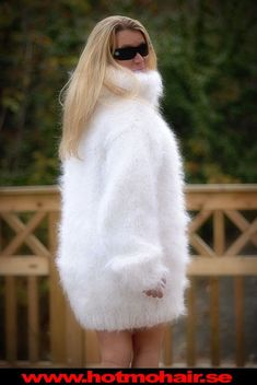 Thick Sweaters, Women's Sweaters, Gros Pull Mohair, Angora Sweater, White Outfits, Winter White, Sweater Fashion, Fur Coat, Jumpers