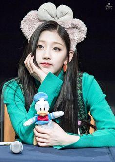 Lovelyz - Yein South Korean Girls, Korean Girl Groups, Yein Lovelyz, Woollim Entertainment, Debut Album, Couple Goals, Mini Albums, Kdrama, Winter Hats