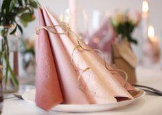 Dansk Papirvare: her starter festen - Vi har alt til borddækning Incense, Napkins, Table Settings, Restaurant, Candles, Table Decorations, Napkin Ideas, Party, Wedding