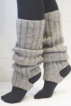 Best Fashion Advice of All Time – Best Fashion Advice of All Time Crochet Leg Warmers, Crochet Socks, Knitted Slippers, Knitting Socks, Knit Crochet, Knitting Accessories, Diy Clothes, Knitting Patterns, Leg Warmer Knitting Pattern