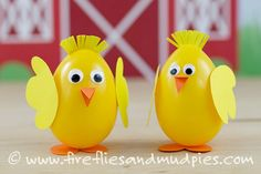 You won't be able to stop smiling when your kids finish these Easter projects and display them all about the house. The little ones will have so much fun making these Happy Plastic Easter Egg Chicks, and you will enjoy the whimsy added to your decor. Making Easter Eggs, Plastic Easter Eggs, Easter Projects, Easter Crafts For Kids, Diy Projects, Easter Activities For Preschool, Sensory Activities, Learning Activities, Egg Carton Crafts