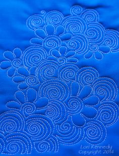 The Dizzy Daisy, Free Motion Quilting http://theinboxjaunt.com/2014/08/26/the-dizzy-daisy-a-free-free-motion-quilt-tutorial/
