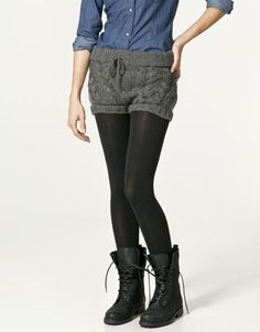 Ok, maybe not the knitted shorts. but tdefinitely the ensemble of polo shirt, shorts over tights, and combat boots :D Knit Pants, Knit Shorts, Crochet Box Stitch, Zara Official Website, Fashion Books, Cable Knit, Tights, Skinny Jeans, Knitting