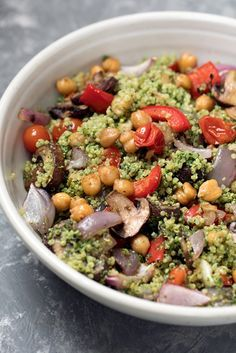 A wonderful protein packed meal: Pesto quinoa salad with sheet pan roasted veggies and garlicky chickpeas. Flavorful and a great make ahead lunch to try!