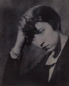 Portrait of Berenice Abbott - Man Ray, Paris - 1924.
