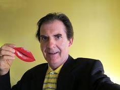 BISOU BISOU... - Par Bernard Bujold (LeStudio1.com) -  J'ai toujours aimé les belles femmes et j'ai donc accepté sans hésitation l'invitation au spectacle Crazy Horse Paris présenté à Montréal (TNM) dans le cadre de Juste pour rire 2012.  Conclusion: DÉCEPTION, DÉCEPTION, DÉCEPTION et bisou!    Voir critique complète du spectacle  http://www.flickr.com/photos/lestudio1/7555843040/in/photostream