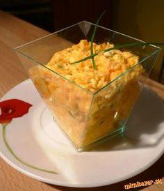 FANTASTICKÁ mrkvová nátierka 1 väčšia mrkva, 1 nátierkové maslo bez príchute, 1 vajíčko uvarené natvrdo, 3-4 strúčky cesnaku, vegeta POSTUP PRÍPRAVY mrkvu a vajíčko podrhneme na jemnom strúhadle, zmiešame s nát. maslom, roztlačeným cesnakom a vegetou. Môžeme pridat aj pažítku.