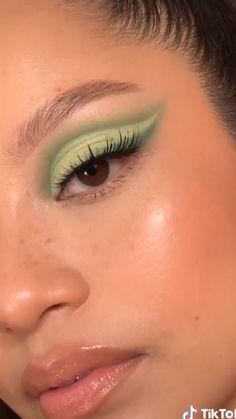 Edgy Makeup, Eye Makeup Art, Cute Makeup, Pretty Makeup, Skin Makeup, Makeup Inspo, Eyeshadow Makeup, Makeup Inspiration, 60s Makeup
