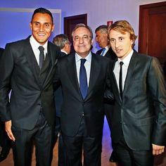¡@cristiano, @sr4oficial, @lukam10 y Navas, premiados por la LFP! ¡Felicidades! Cristiano, Ramos, Modric and Keylor Navas, awarded by the LFP! Congratulations! #HalaMadrid #RealMadrid #PremiosLaLiga #Liga #LFP