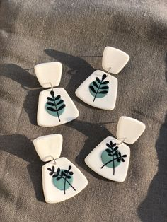 Polymer Clay Flowers, Polymer Clay Crafts, Diy Clay, Polymer Clay Earrings, Handmade Wire Jewelry, Fabric Stamping, Clay Ornaments, Clay Design, Ceramic Clay