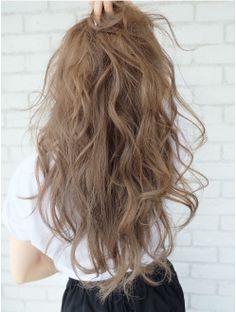 アルバム ハラジュク(ALBUM HARAJUKU) ハイトーンベージュハニーヘアエフォートレスロング_ba41782 Kawaii Hairstyles, Permed Hairstyles, Modern Hairstyles, Pretty Hairstyles, Hair Color Asian, Asian Hair, Asian Perm, Natural Perm, Blonde Roots