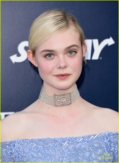 elle-fanning-maleficent-hollywood-premiere-04.jpg (894×1222)
