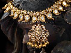 polki diamond mango mala haram in antique dull finished 22 karat gold. The large paisley motifs mamidi pindela necklace studded with polki diamonds pratibha Indian Wedding Jewelry, Indian Jewelry, Bridal Jewelry, Gold Jewelry, Mango Mala Jewellery, Temple Jewellery, Indian Jewellery Design, Jewelry Design, Antique Necklace