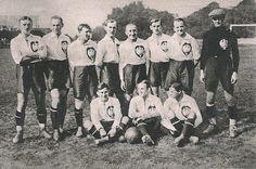 Zdjęcie reprezentacji Polski z 1924 roku - ten fason jest inspiracją dla naszej koszulki.