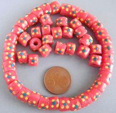 kleine rode beschilderde kraaltjes uit Ghana