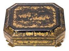 Caja de juego china en madera lacada y dorada de Cantón, del siglo XIX