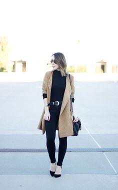 All black outfit for women, camel jacket for women, suede camel coat, women's suede jacket, black skinny jeans, black turtleneck, black leather belt, black belt for women