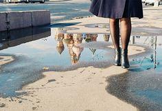 O degelo da primavera em Moscou; veja fotos Repórter da Gazeta Russa descreve experiência na estação mais curiosa do ano. Se para muitos a primavera é o momento de colher flores, na Rússia ainda é época de remover a neve das ruas e evitar poças de lama.