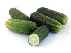 Proprietà e benefici dei cetrioli un ortaggio molto utilizzato in cucina ma anche in cosmesi per la sua azione benefica sulla pelle. Curiosità e calorie.