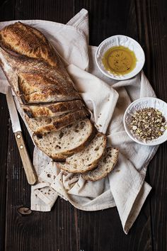 Bread with olive oil and dukkah Pan Focaccia, Bread Recipes, Cooking Recipes, Fresh Bread, Mets, Artisan Bread, Food Design, Bread Baking, Food Pictures