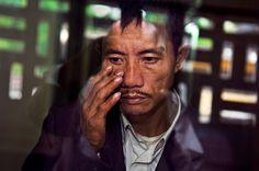 Hanoi, Vietnam by Steve McCurry Steve Mccurry Portraits, Steve Mccurry Photos, Vivre A New York, World Press Photo, Afghan Girl, Collections Photography, Best Portraits, Contemporary Photography, Human Condition