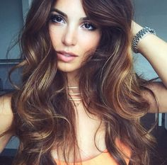 Subtle highlighted hair for brunettes