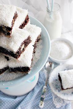 """Egy újabb kókuszos """"gyöngyszem""""... Az én Jancsim azt mondta: - Hát te hallod, ez marha finom! És ha ő azt mondja... Sweet Cookies, Cake Cookies, Hungarian Recipes, Hungarian Food, Salty Snacks, Confectionery, Macaroons, No Bake Desserts, Cookie Recipes"""