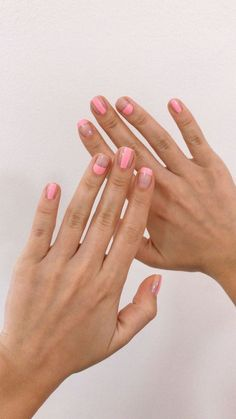 Pink Striped Manicure Many women prefer to visit the hairdresser even though they cannot have time … Pink Manicure, Diy Nails, Cute Nails, Pretty Nails, Pink Nail, Pretty Makeup, Minimalist Nails, Nail Design Glitter, Nagel Hacks