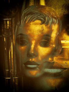 'Golden faces' von Gabi Hampe bei artflakes.com als Poster oder Kunstdruck $20.79