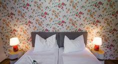 Booking.com: B&B - Das Franzl - St. Wolfgang, Österreich Interior Design, Room, Furniture, Home Decor, Nest Design, Bedroom, Home Interior Design, Interior Designing