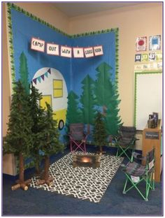 Teaching kids with an enjoyable camping theme? Here are some outdoor camping style lesson strategies, activities ideas and more. Whether you are establishing a year long class decoration scheme or jus Reading Corner Classroom, Classroom Setting, Classroom Setup, Future Classroom, Preschool Classroom Themes, Camping Theme For Classroom, Kindergarten Reading Corner, Preschool Camping Theme, Preschool Reading Area