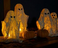 This tutorial creates wonderful wispy ghosts that can easily be used in centerpieces, on door stoops, on hearths, wherever you want to add a touch of Halloween. (uses plaster of paris and cheese cloths) Diy Halloween Ghosts, Diy Halloween Decorations, Holidays Halloween, Halloween Crafts, Holiday Crafts, Holiday Fun, Happy Halloween, Halloween Party, Outdoor Halloween