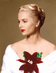 2014 in film and TV : Martha Hyer, American actress, died May at the age of 89 Old Hollywood Stars, Golden Age Of Hollywood, Vintage Hollywood, Classic Hollywood, Christmas Star, Retro Christmas, Vintage Holiday, Judy Holliday, Lola Albright