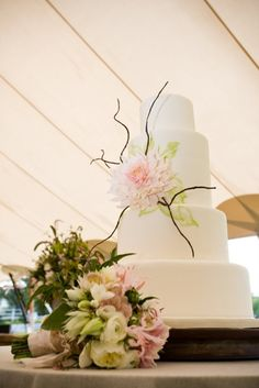 Wedding cake flower - Cafe au Lait dahlia