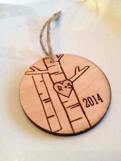 Personalized Christmas ornament engraved par Sweetpinehills sur Etsy