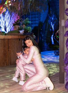 These pictures of Stormi Webster daughter of Kylie Jenner's will make you go Aww Kylie Jenner Fotos, Kylie Jenner Photoshoot, Mode Kylie Jenner, Trajes Kylie Jenner, Looks Kylie Jenner, Estilo Kylie Jenner, Estilo Kardashian, Kylie Jenner Outfits, Kardashian Jenner