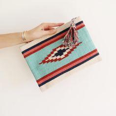 >>Colorful & Aztèque<< Pochette Tawau à découvrir sur www.only-trend.fr Doux week-end à toutes ! #pochette#collection#bijouxonlytrend#accessoires#azteque#colorful