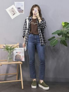 ♥ 64 new vintage style outfits jeans casual 1 Korean Girl Fashion, Korean Fashion Trends, Korean Street Fashion, Ulzzang Fashion, Korea Fashion, Kpop Fashion, Asian Fashion, Fashion Photo, India Fashion