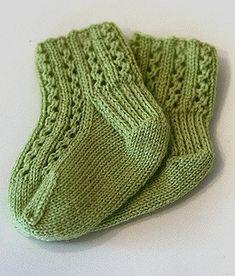 12 Adorable (and Free) Knitting Patterns for the Tender Feet of Children - Knitting for Charity Knitted Mittens Pattern, Crochet Socks, Knitting Socks, Free Knitting, Knitting Videos, Knitted Baby Socks, Knit Socks, Knitted Slippers, Knitting Tutorials