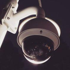 Images FHD Haute Qalité: Avec une résolution de 1920* 1080P,vous pouvez parfaitement enregistrer les moments de croissance de votre enfant et enregistrer les merveilleux moments de la famille et des animaux domestiques. Vision Nocture: 9 LEDs infrarouge 850nm vous permet de visionner une vision nocturne extra-claire pendant la nuit jusqu'à 30 pieds, vous offrez une très fluide et claire vidéo et image toute la nuit. Audio Bidirectionnel: Avec le microphone et le haut-parleur intégrés, vous pouve Camera Surveillance Wifi, Kitchen Aid Mixer, Kitchen Appliances, Smartphone, Carte Sd, Nocturne, Images, Night