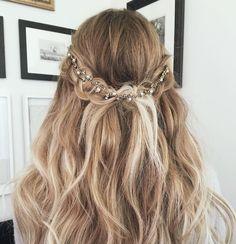 Заколки снова в моде: 20 способов украсить волосы с помощью аксессуаров | Журнал Cosmopolitan