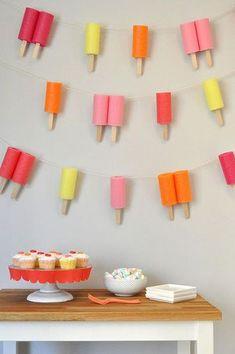 23 originele ideeën om te knutselen met wc-rollen. Met tips om wc rolletjes te versieren voor de zomer, winter, herfst, sinterklaas, vlinder, dieren en nog veel meer!