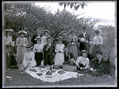 Picnic group (Phillips), Toronto, NSW, 18 September 1901