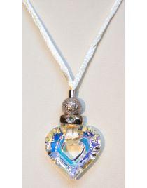 Precioso colgante en forma de corazón tallado en cristal de Swarosky y cadena en hilo de seda. Un regalo ideal para ella, para tu chica o novia!!
