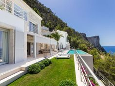Luxury villa meeting highest requirements in Port Andratx Engel & Völkers Property Details | W-00Y3TD - ( Spain, Mallorca, Andratx, Port Andratx )