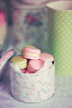pastels, floral prints, macaron, gift ideas, pastel weddings, food, french macaroons, box, tin